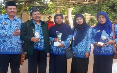 Upacara Bendera Peringatan Hari Ibu Ke-87 Tahun 2015 dan Penyerahan Penghargaan Adiwiyata 2015