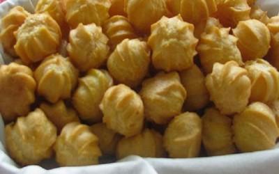 Sus Daun Katuk (Choux Pastry with Katuk Leaf)
